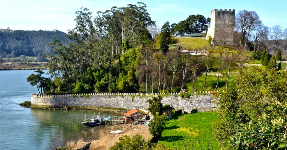 El Castillo… pueblín de pescadores con un pequeño embarcadero de ...